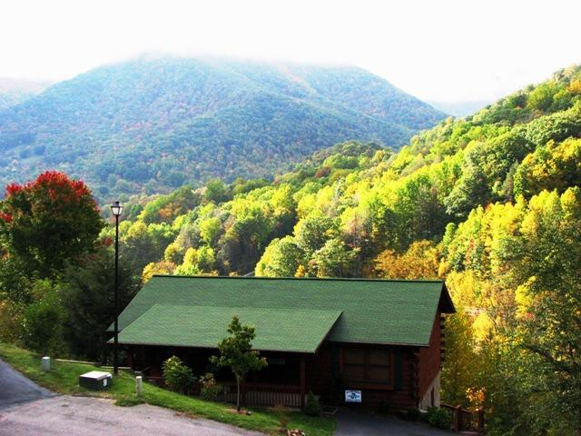 Nestled in the Great Smokey Mts, Breathtaking Views, A Must See! Reserve Now!