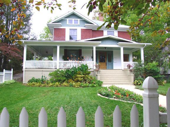 GREEN GABLES OF ASHEVILLE Homestay - Walk to Downtown; WIFI High Speed Internet