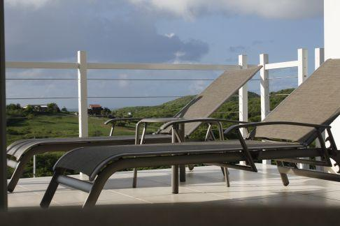 Chaise lounges on lanai/balcony