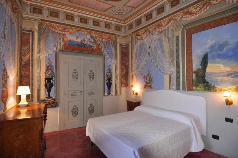 bedroom a - 01 .JPG