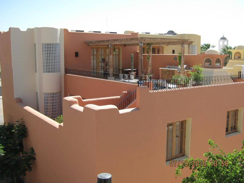 This photo shows the back side of casa 465, the large upper terrace on the right.