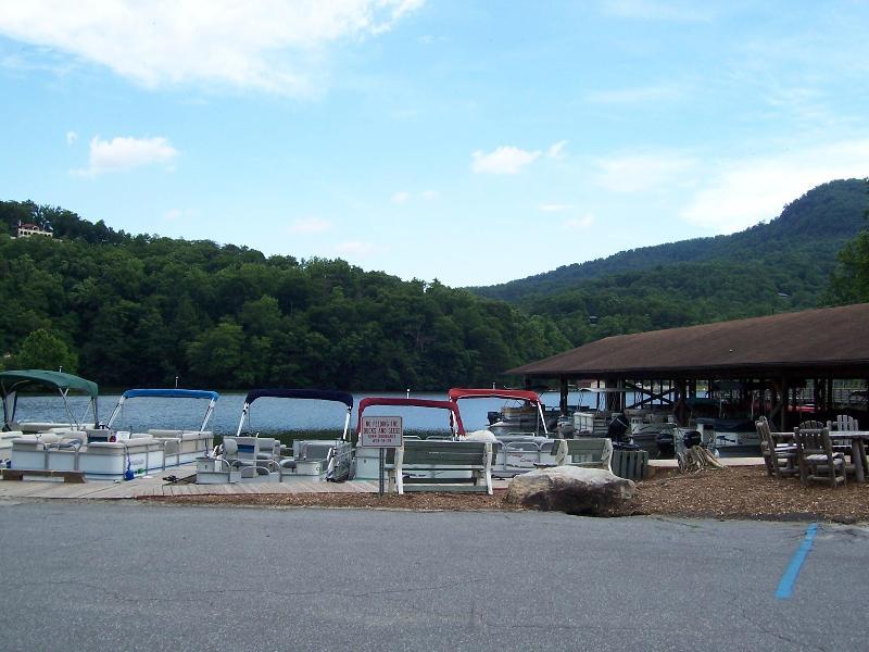 Marina de Lake Lure - louer un bateau ou faire un tour !
