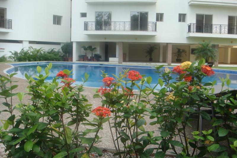 view of pool showing landscaping