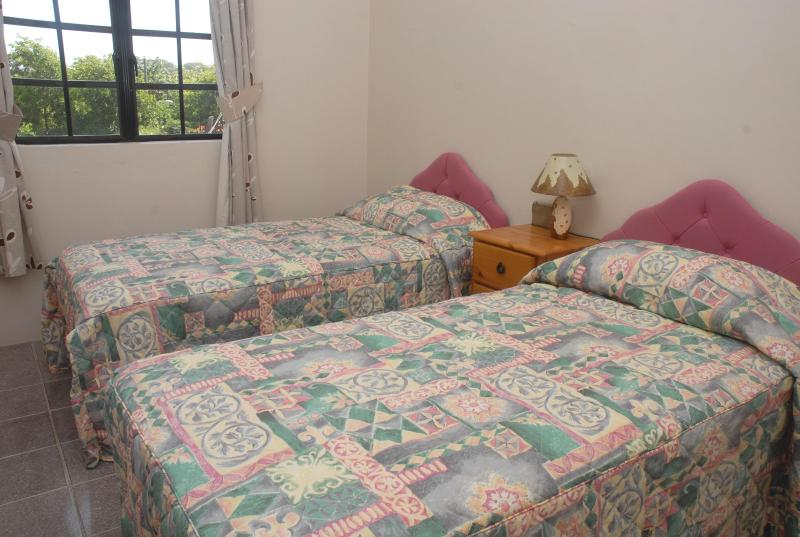 Gladstone Twin One-Bedroom