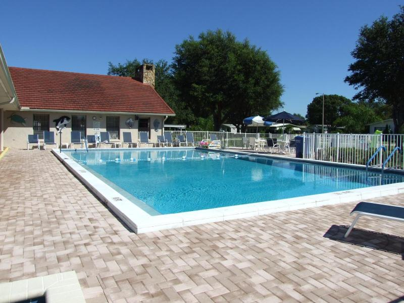 Low Cost Vacation/Holiday Home Near Golf Courses/Lakes, Nr Disney Orlando  and Tampa, holiday rental in Auburndale