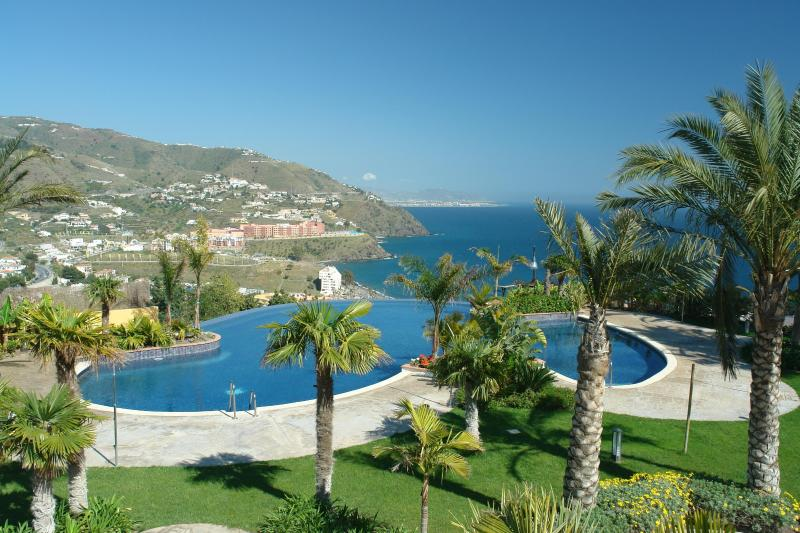 Lovely house, amazing views, fine location & pools, holiday rental in Lentegi