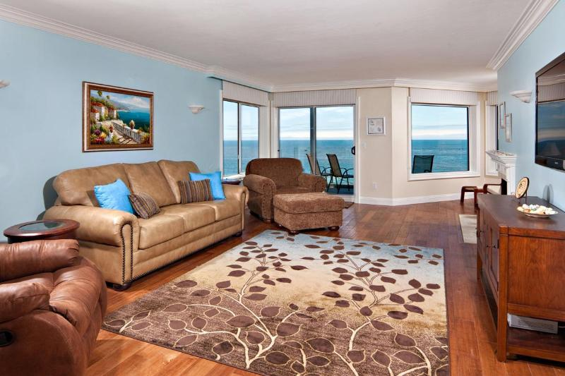Completely remodeled, new furnitiure, Sofa queen airbed, 55' LED TV & BlueRay DVD, oceanfront view