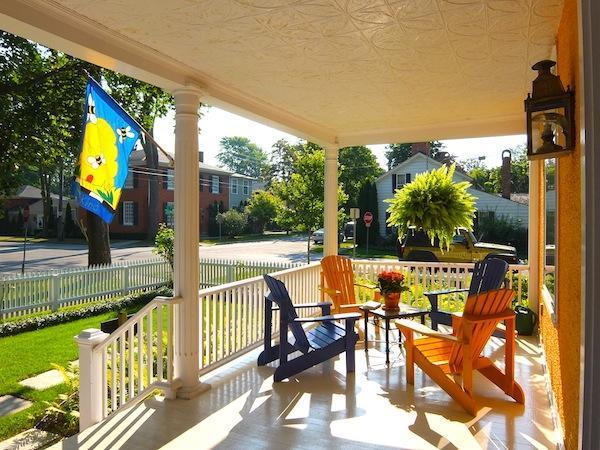 Bästa verandan i stan, Sunny i morgonen för kaffe & en bra plats för vinprovning senare