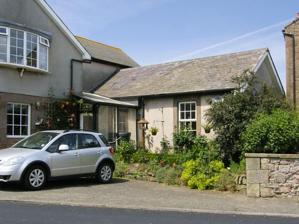 IVY COTTAGE, pet friendly in Chathill Near Beadnell, Ref 4158, vacation rental in Chathill