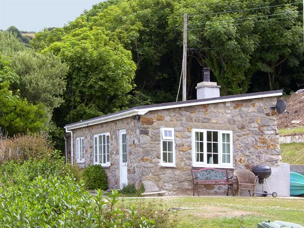 HEN FELIN ISAF, pet friendly, with open fire in Red Wharf Bay, Ref 3938, vacation rental in Brynteg