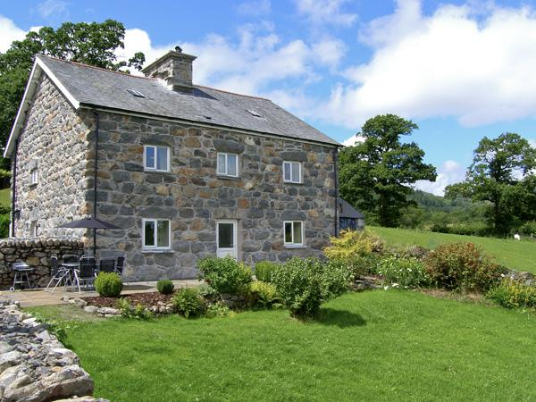TY MAWR, family friendly, luxury holiday cottage, with a garden in, vacation rental in Bala