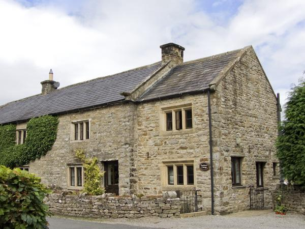 EASTBURN COTTAGE, family friendly, character holiday cottage, with a garden in, vacation rental in West Burton