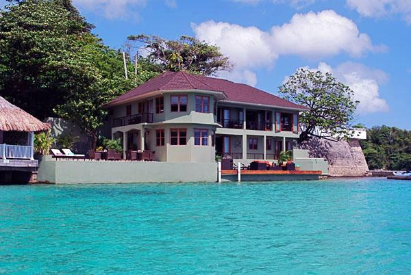 Sea Star - Port Antonio 5 Bedroom Oceanfront, holiday rental in Port Antonio