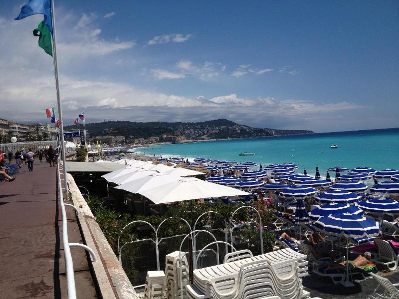 Sporting private & public beach at only 180 meters distance of the apartment at Rue Meyerbeer.