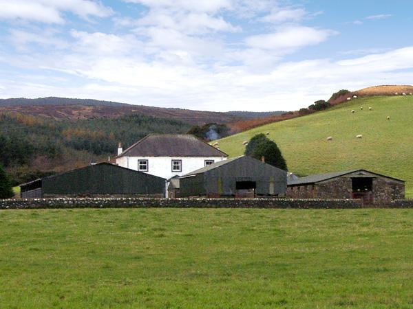 HOMESTONE FARM, pet friendly, country holiday cottage, with a garden in, vacation rental in Tayinloan