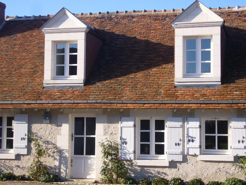 A Cosy French Cottage in the Grand Chateaux Area, vacation rental in Loir-et-Cher