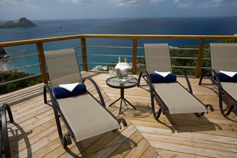 Sun Deck with views to Pigeon Island, enjoy your champagne!