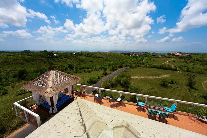 Disfrutar de las vistas desde la terraza Sky Lounge de azotea de la casa del cielo.