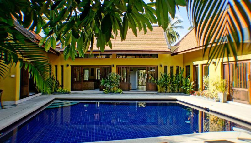 Villa with large Pool, Jacuzzi, Yoga/Massage Room, FREE CAR & Free Transfers, vacation rental in Lamai Beach