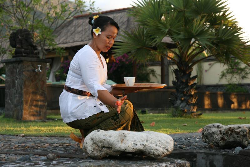 Ketut doing her daily offering