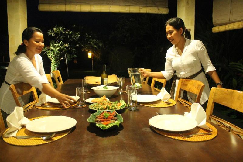 Ketut and Kadek serving dinner