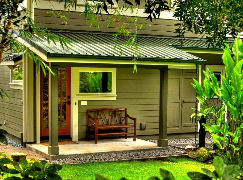 Bamboo Bungalow's covered, private garden entry