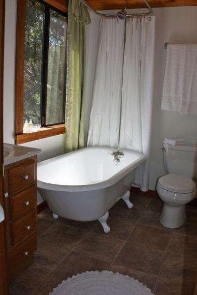 Badkamer met klauw-voet kuip