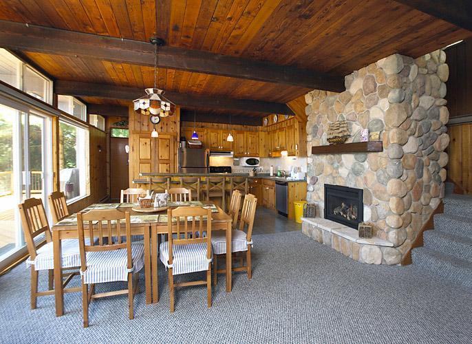 Home Design: Sandhaven Cottage, Lake Kashagawigamog