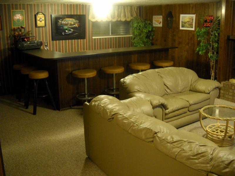 Family room wet bar