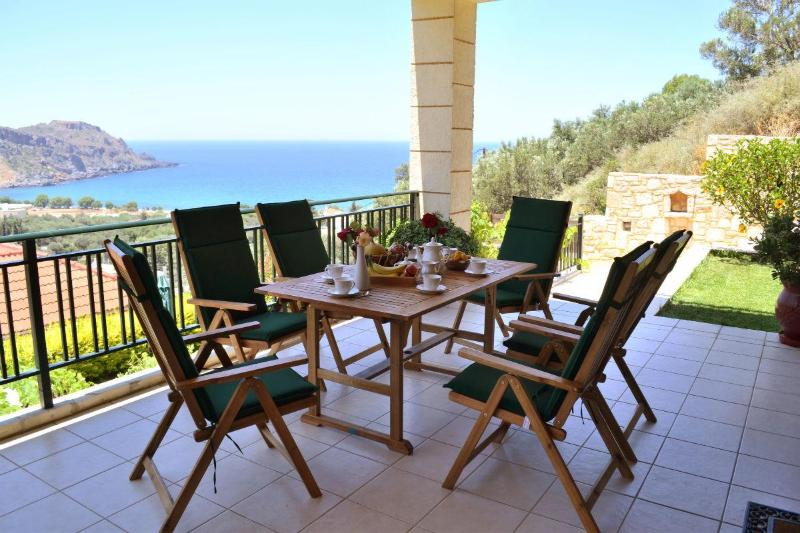 Villa Antonia with private swimming pool – semesterbostad i Amigdhalokefali