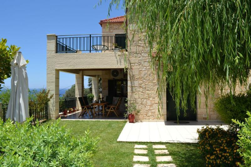 Villa Klio with private swimming pool – semesterbostad i Amigdhalokefali