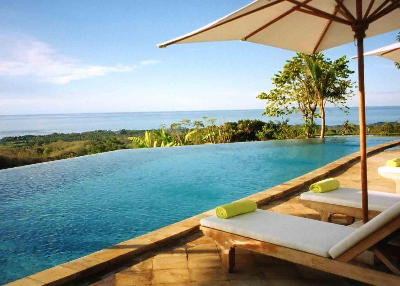 The pool with view over the Bali Sea