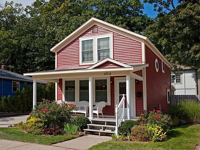 Redbird Cottage front - uitzicht vanaf de straat