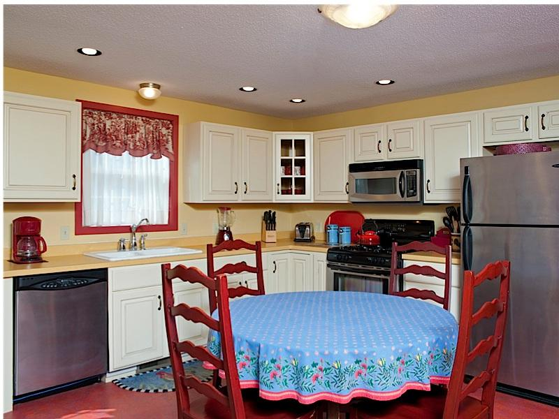 Redbird eetkamer en keuken gebied van grote kamer - Koffie-/ theevoorzieningen, vaatwasser, koelkast met diepvriezer Toon