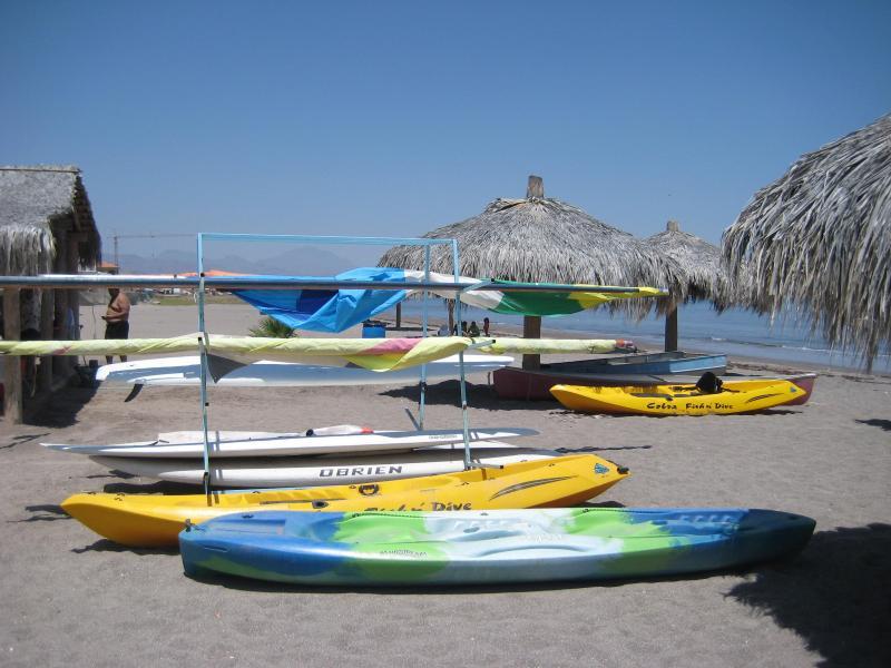 Kayak, paddleboard et la location de la plongée avec tuba à la plage de l'hôtel.