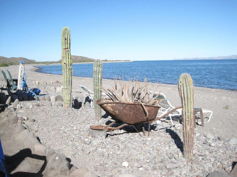 Chill out with clams and beer at the Vista al Mar shack just three miles south of Loreto Bay