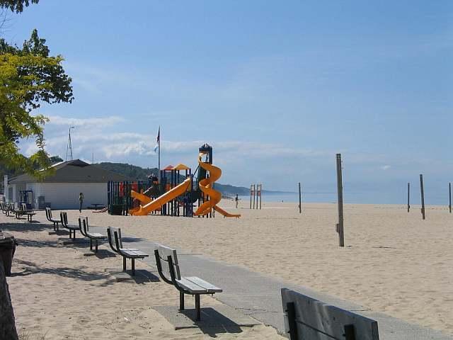 3 blokken naar award-winnende Pere Marquette Lake Michigan beach