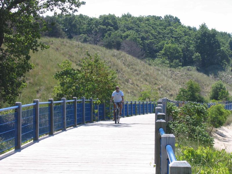 Brengen uw fietsen - 3 blokken naar kustlijn Trail langs Lake Michigan en Lake Muskegon naar de stad