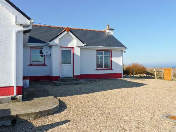 BELDERRIG COTTAGE, pet friendly, character holiday cottage, with a garden in, holiday rental in Bangor Erris