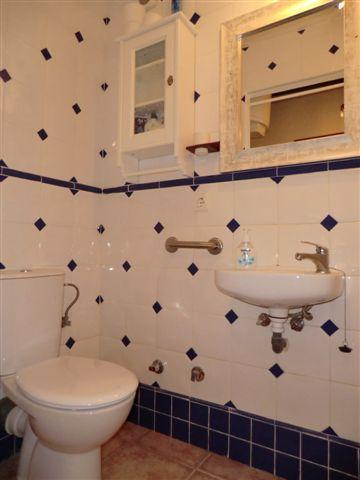 Studio shower/toilet room