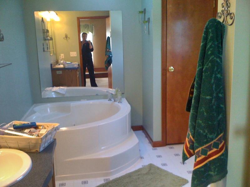 Baño principal con bañera de hidromasaje
