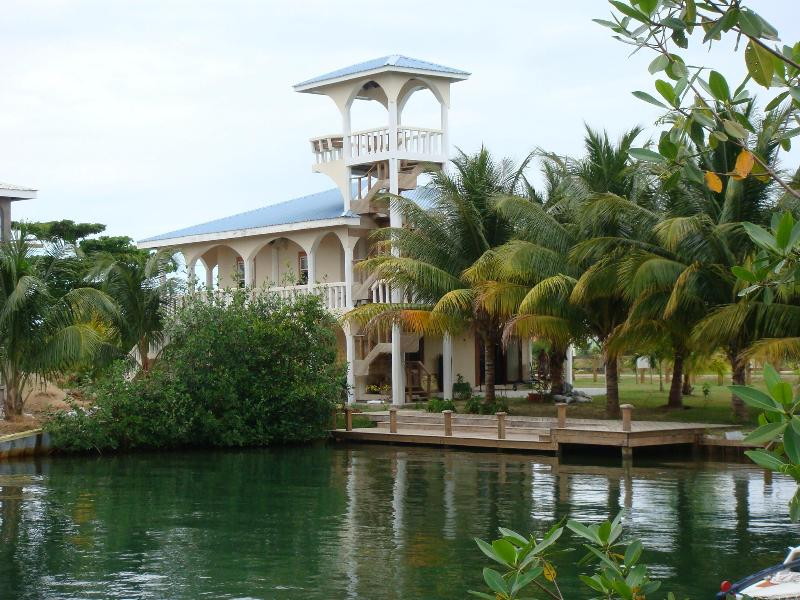 The Arches, en privat villa med en 37 fot utsiktstorn i Placencia, Belize