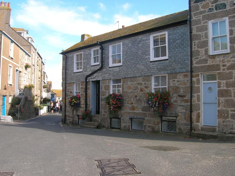 Holiday Cottage in Heart of  Old St Ives, Sleeps 5, holiday rental in St Ives