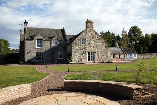 Winton Cottage near Edinburgh, Scotland has 5 bedrooms