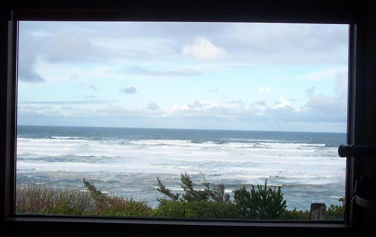 Newport, Oregon Coast bluff cottage, Stunning VIEW, dog-friendly!, holiday rental in Otter Rock