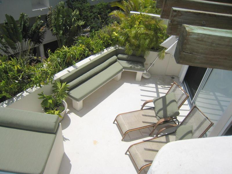 Looking down from rooftop solarium to terrace