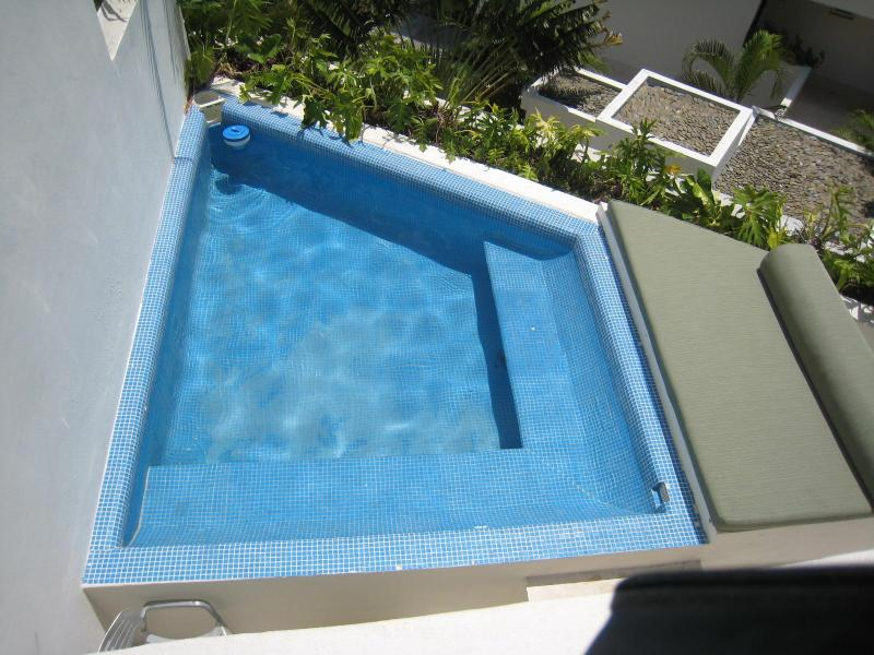 Splash pool jaccuzzi style with jets