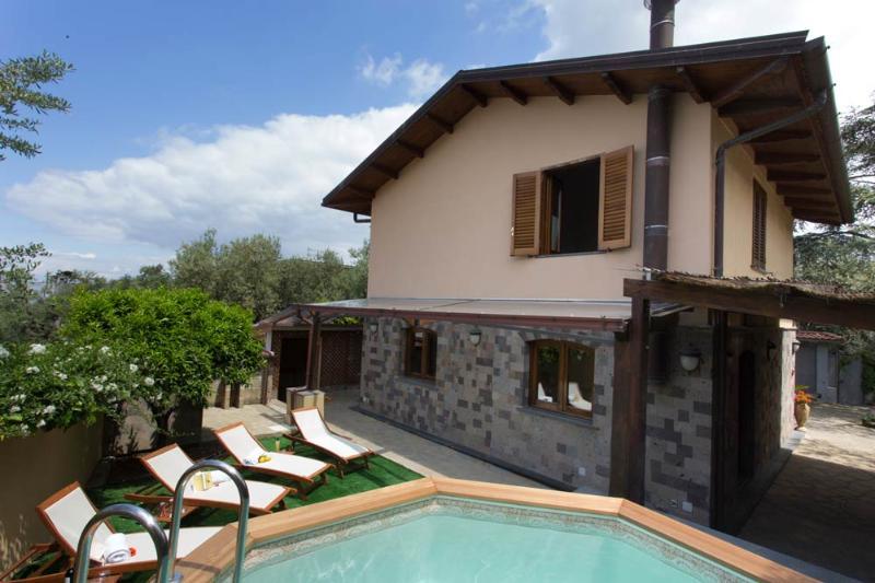 Sea-view villa in Sorrento - pool, holiday rental in Marina di Puolo