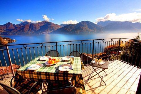 Dine inside or alfresco for superb lake views!