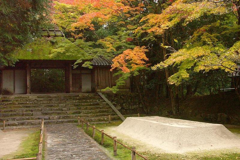 Honenin temple(20minutes walk)